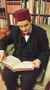 Antikalifen läser stor bok 1